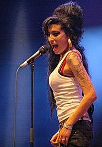 220px-Amy_Winehouse_f4962007_crop